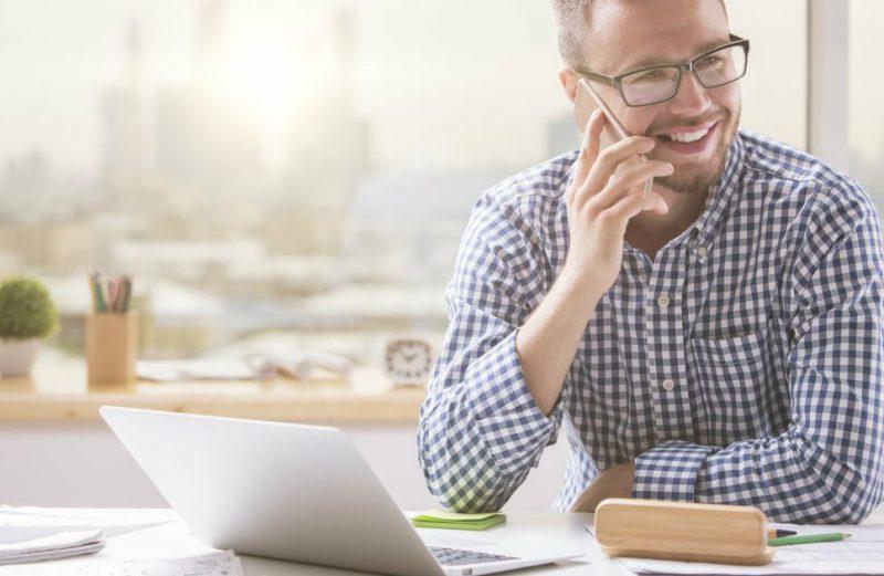 5 dicas para encantar o cliente no primeiro contato pelo telefone