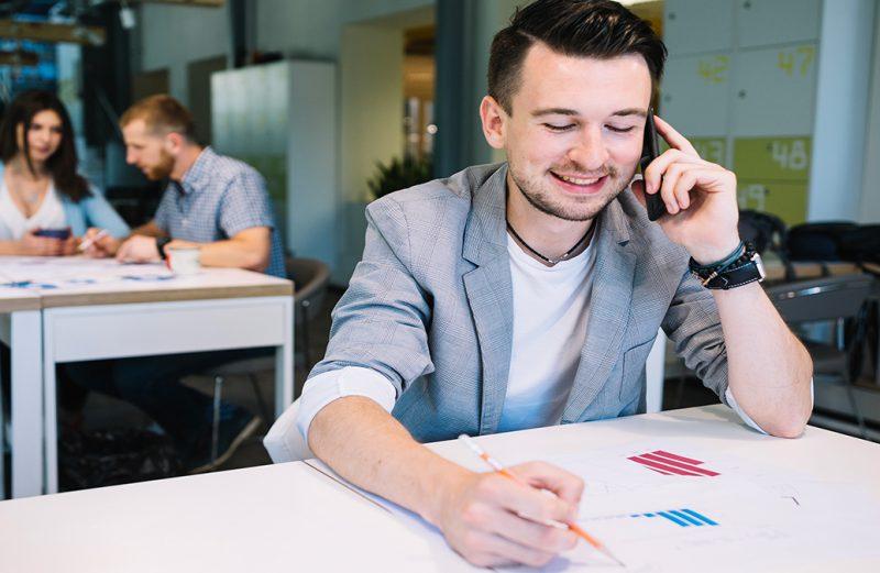 Contatos de clientes por telefone podem gerar mais vendas: aprenda a qualificá-los